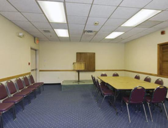 Knights Inn Liberty: Meeting Room