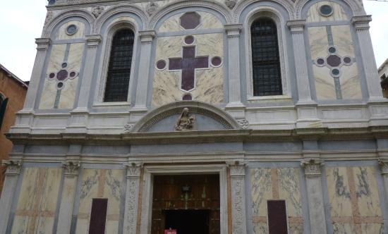 Santa Maria dei Miracoli: Санта Мария деи Мираколи. Фасад.