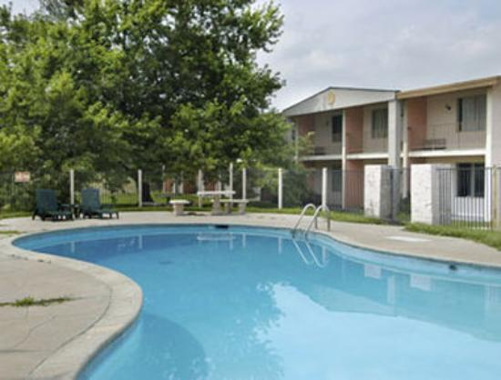 Traveler Inn: Pool