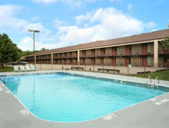 Photo of Howard Johnson Inn and Suites Springfield