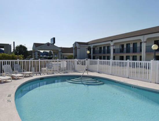 Howard Johnson Inn - Panama City: Pool