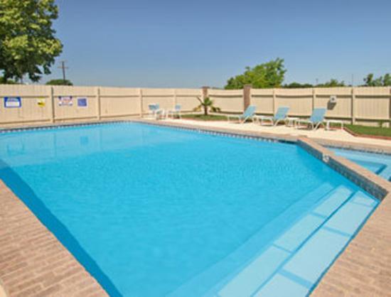 Howard Johnson New Braunfels: Pool