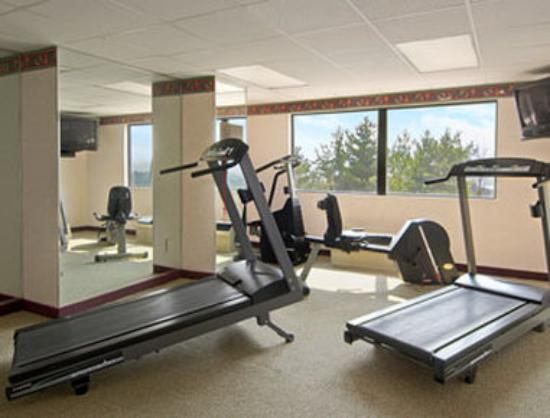 Howard Johnson Inn And Conference Center Salem : Fitness Center