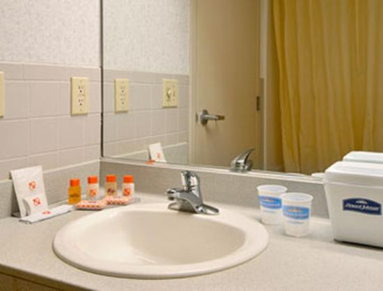 Howard Johnson Bethel: Bathroom