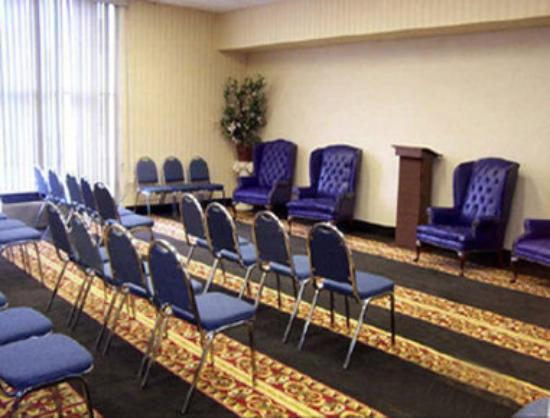 Howard Johnson by Wyndham Pikesville: Meeting Room