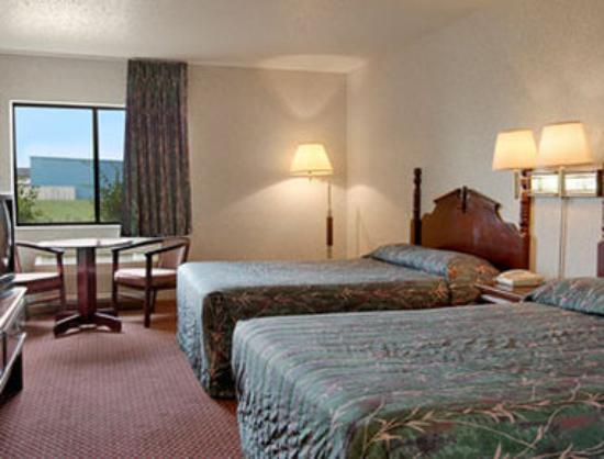 Howard Johnson Inn Manteno : Standard Two Queen Bed Room