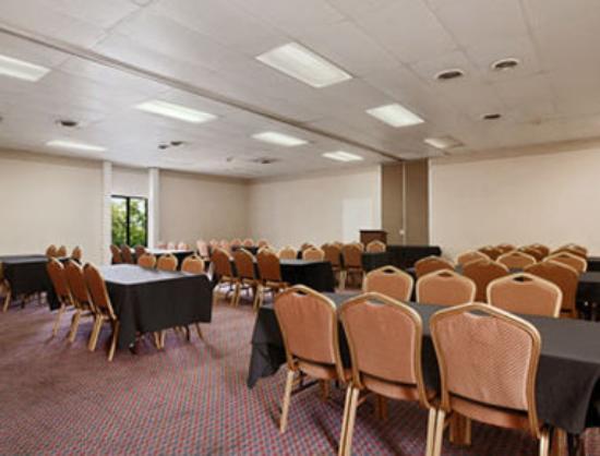 Springdale Inn & Suites: Meeting Room