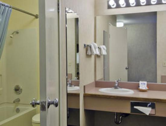 Comfort Inn & Suites Rocklin: Bathroom