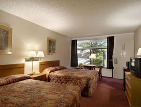 Howard Johnson Inn & Suites Columbus GA: Standard Two Double Bed Room