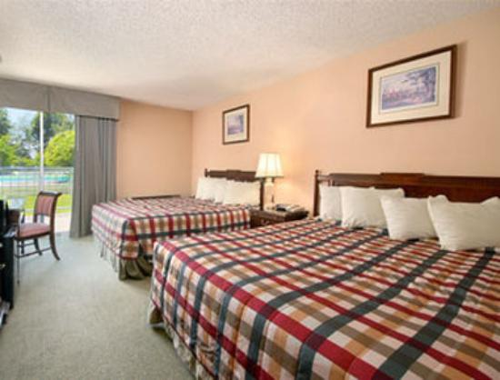 Howard Johnson Plaza Yakima/Near Convention Center: Standard Two Queen Bed Room