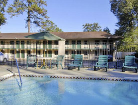 Howard Johnson Express Inn - Tallahassee : Pool