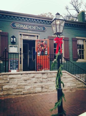 Bradden's Restaurant: Fall 2014 Braddens is getting ready for Christmas Traditions in Downtown Saint Charles!