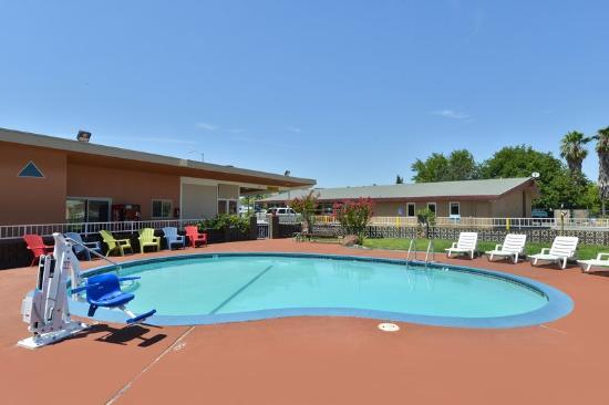 Americas Best Value Inn - Red Bluff : Pool Area