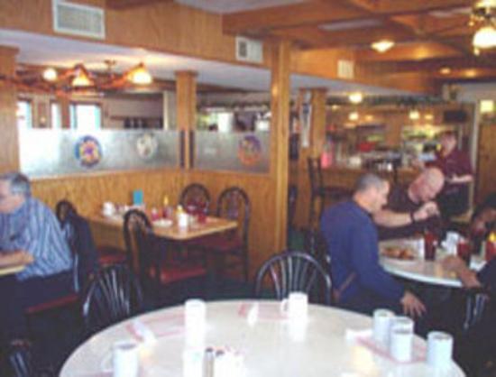 Knights Inn Peru : On-Site Restaurant