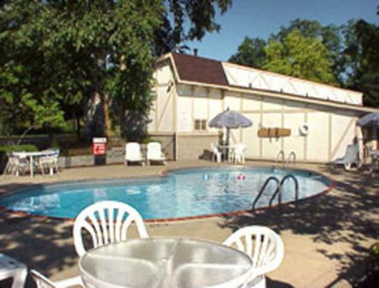 Knights Inn Lexington: Pool