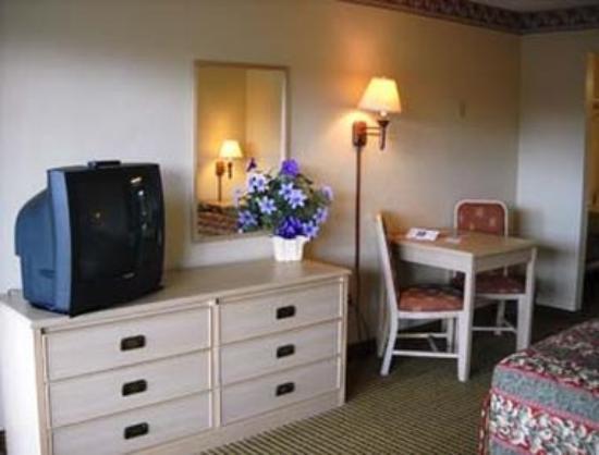 Knights Inn Sarasota: Guest Room