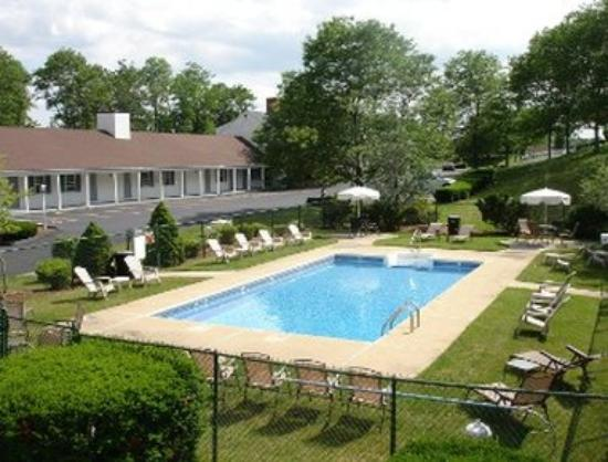 Knights Inn Boston/Danvers: Pool