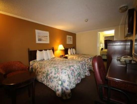 Knights Inn Saginaw : Standard Two Queen Bed Room
