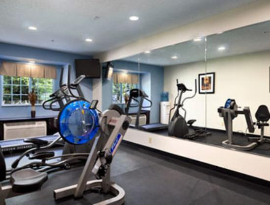 Microtel Inn & Suites by Wyndham Bath: Fitness Center
