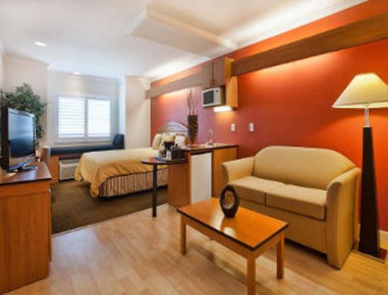 Days Inn & Suites Antioch: Guest Room