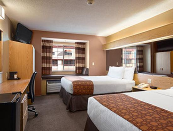 Microtel Inn & Suites by Wyndham El Paso Airport: Two Queen Bed Room