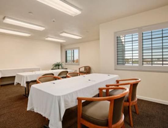 Days Inn & Suites Antioch: Meeting Room