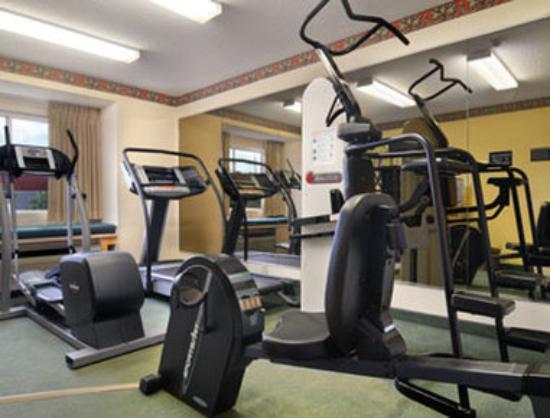 Microtel Inn & Suites by Wyndham Tifton: Fitness Center