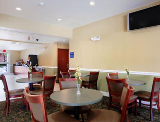 Microtel Inn & Suites by Wyndham Panama City: Breakfast Area