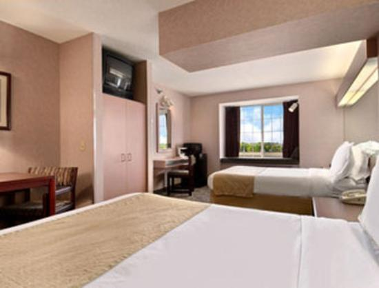 Microtel Inn & Suites by Wyndham Rochester : Standard Two Double Bed Room