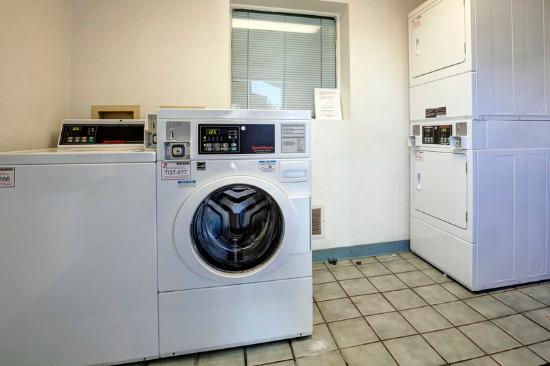 Americas Best Value Inn & Suites-Walker/Grand Rapids North: Guest Laundry
