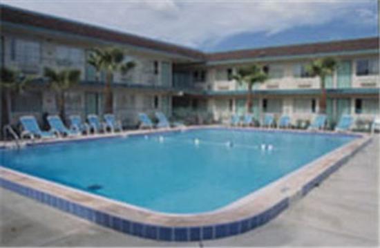 Motel 6 Greenville : Outdoor Pool