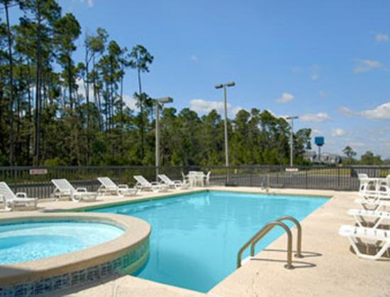 Super 8 Diberville Biloxi Area: Pool