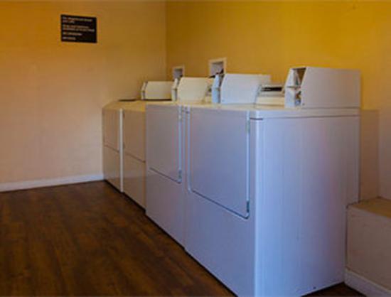 Super 8 Ukiah: Laundry Facilities