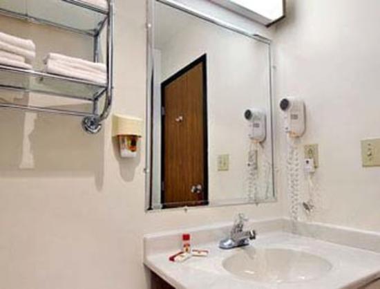 Super 8 Antigo : Bathroom