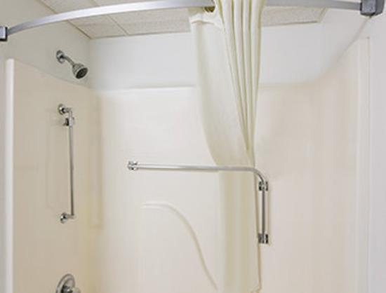 Super 8 Park City/North Wichita Area: ADA Bathroom