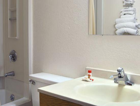 Anderson, SC: Bathroom