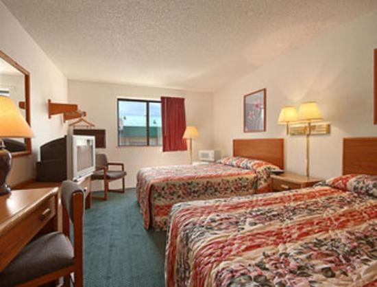 Super 8 Salem VA: Standard Two Double Bed Room