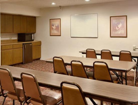 Super 8 Butler: Meeting Room