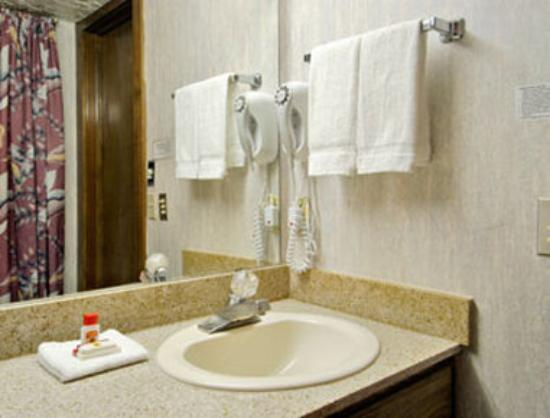 Super 8 Moore Oklahoma City Area : Bathroom