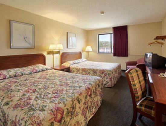 Super 8 Bridgeton/arpt/st Louis Area: Standard Two Queen Bed Room