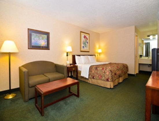 Super 8 Hermitage Nashville: Guest Room