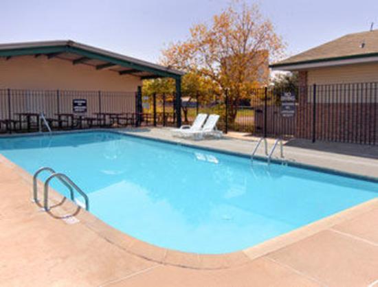 Super 8 Siloam Springs : Pool