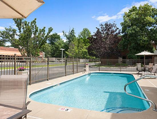 Super 8 Beachwood/Cleveland Area: Pool