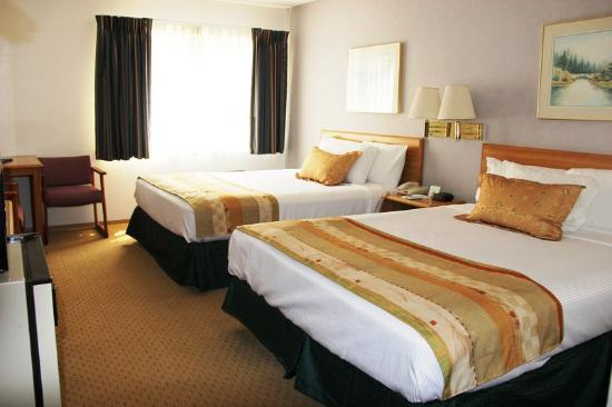 Red Lion Inn and Suites Ontario: 2 Queen Beds.jpg