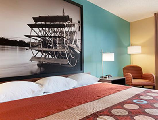 Super 8 Peoria: 1 King Bed Room
