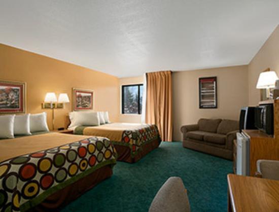 Super 8 Alexandria MN: Upgraded Double Queen Bed Room