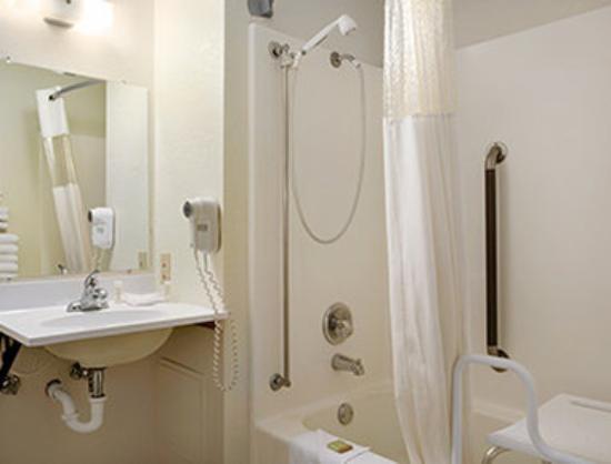 Super 8 Alexandria MN: ADA Bathroom