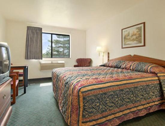 Super 8 Omaha Eppley Airport/Carter Lake: Standard King Bed Room