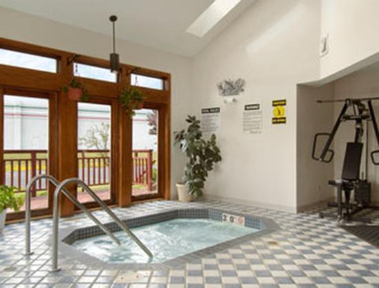 Saukville, WI: Hot Tub