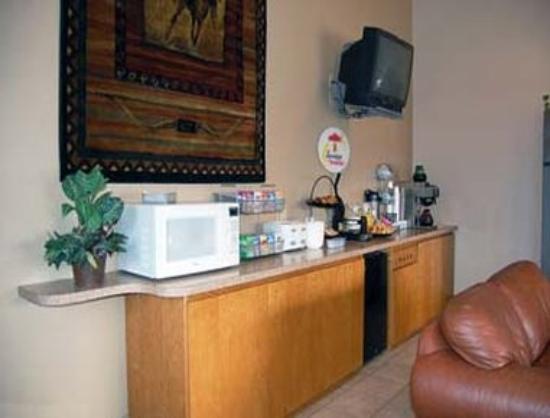 Super 8 Abilene KS: Breakfast Area
